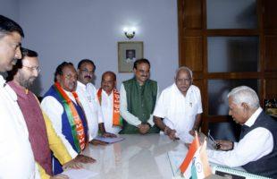 Karnataka Governor Vajubhai Vala on Wednesday invited BJP legislative party leader B.S. Yeddyurappa