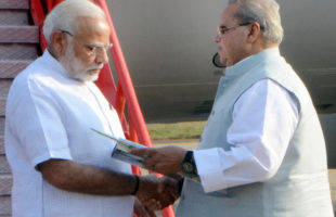 Governor receives Modi on Bhubaneswar Airport