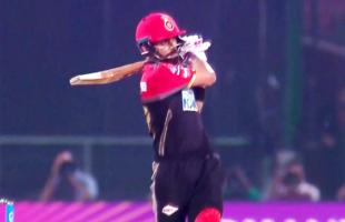 Virat Kohli leads RCB to victory