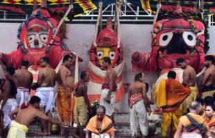 Lakhs of devotee witness divine bath of Trinity on the day of 'Snana Yatra'
