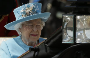Queen Elizabeth leads televised remembrance tribute to fallen soldiers