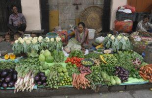 Eat veggies, fish to ward away heart disease