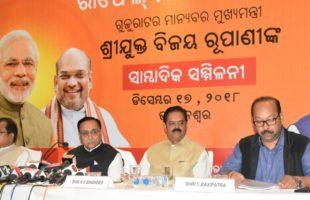 Gujarat CM seeks Rahul apology on Rafale