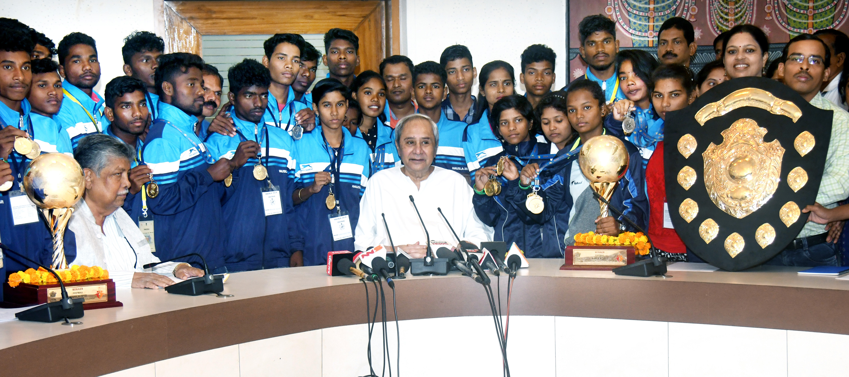 Odisha CM felicitate children for their performance in National level event 'Hausla-2018'