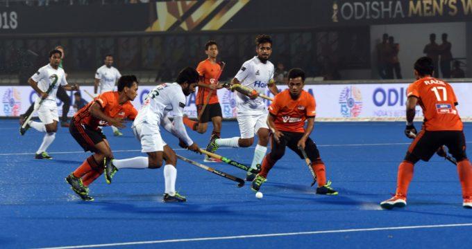 Pakistan hockey players win hearts of fans