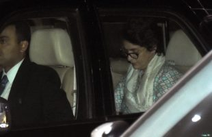 Priyanka flies off to Jaipur after Lucknow roadshow