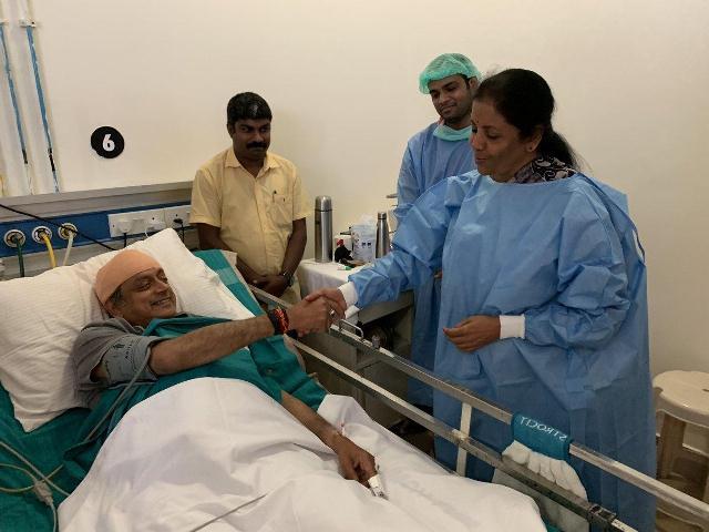 Sitharaman visits Tharoor in hospital