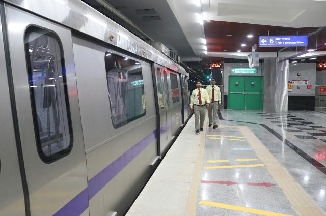 Woman dragged as saree gets stuck in Metro train door