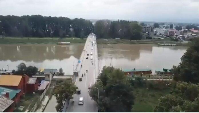 J&K cop posts video of bustling Kashmir streets ahead of Eid
